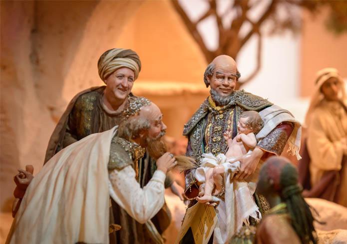 Reyes Magos jugando con el niño Jesús