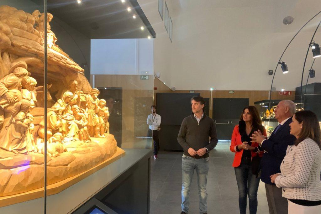 Belén madera Museo Arte Belenista